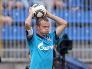 Анюков вводит мяч из аута